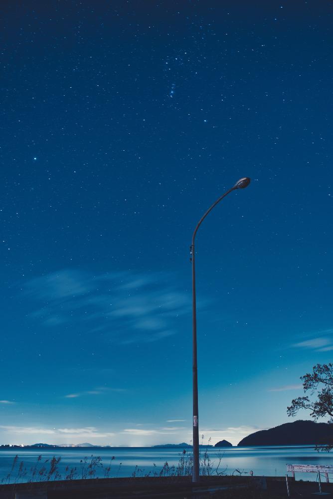 琵琶湖と星空