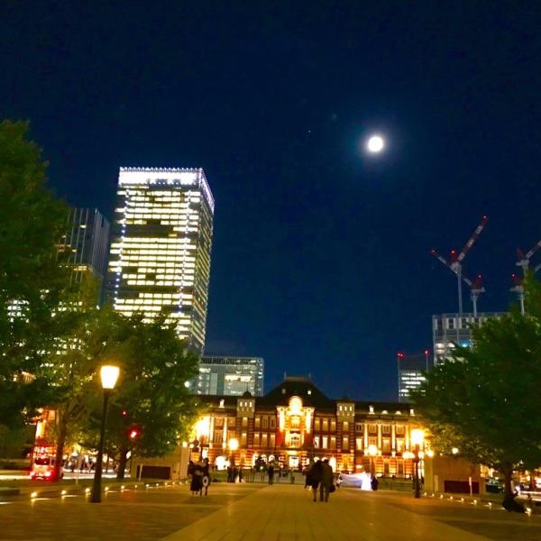 東京駅と月光