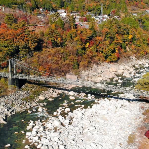 紅葉の木曽川と桃介橋