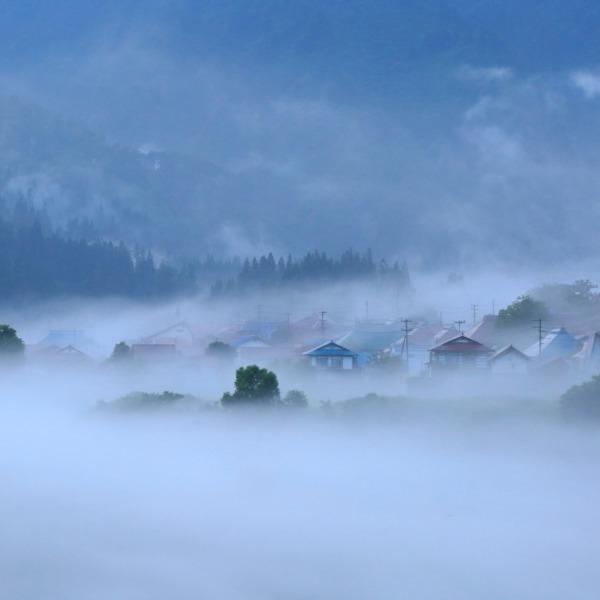 川霧に浮かぶ