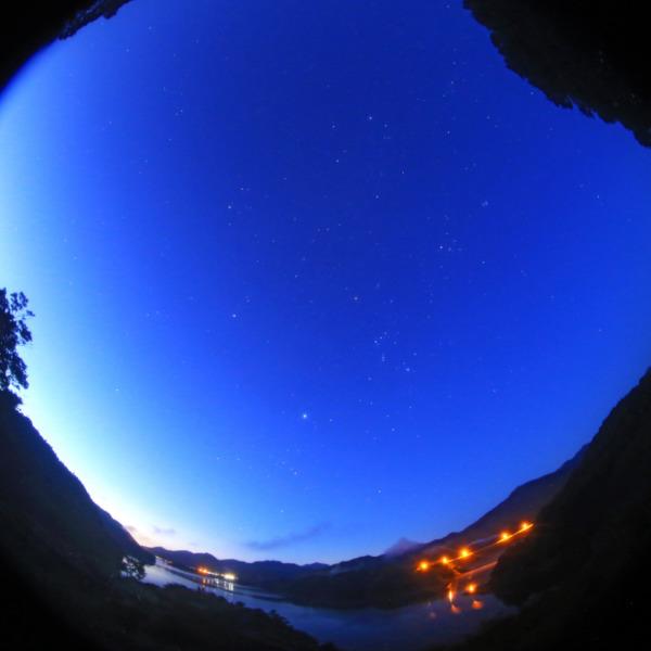 宮ヶ瀬湖からの夜明け