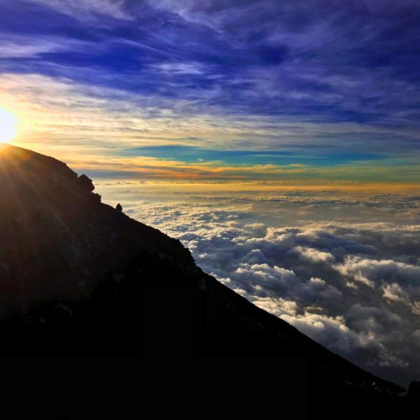 富士山頂のご来光と大雲海