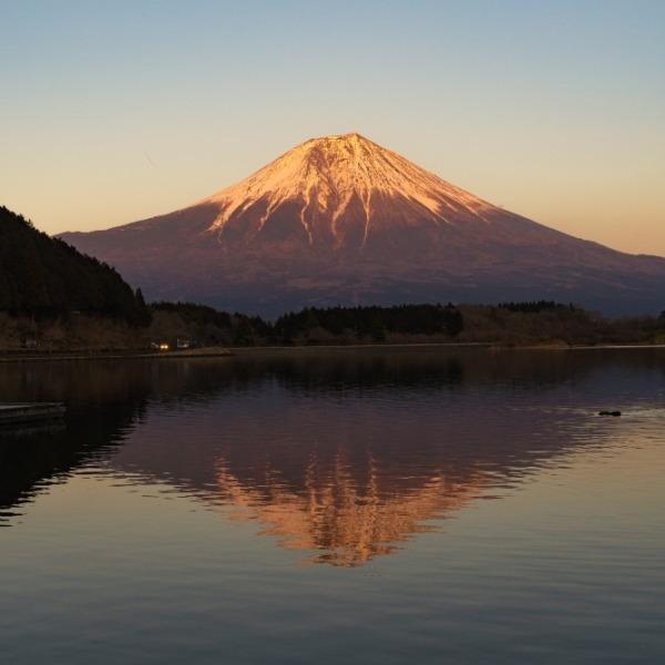 夕暮れ時の逆さ富士