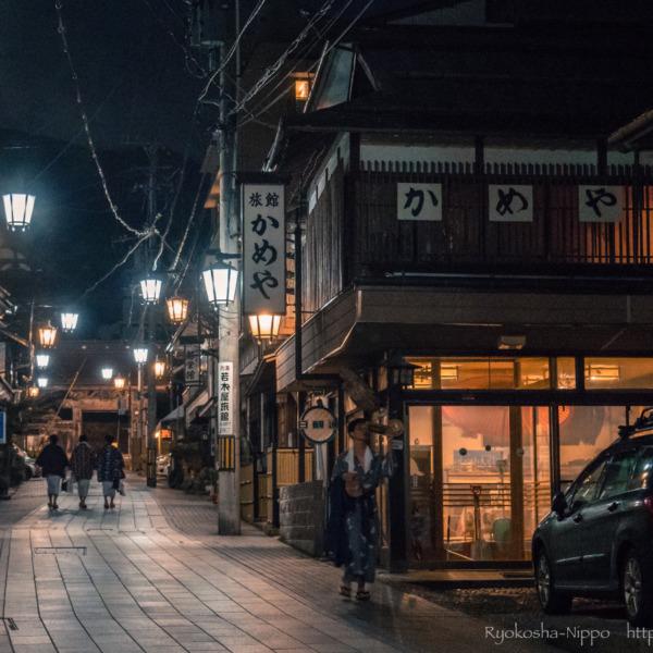渋温泉郷の夜