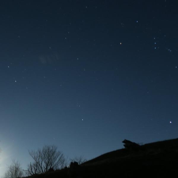 満月の冬の空