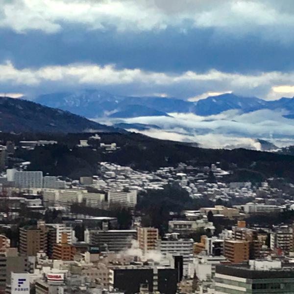 街に迫る雲海