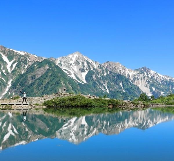 八方池に映り込む白馬三山