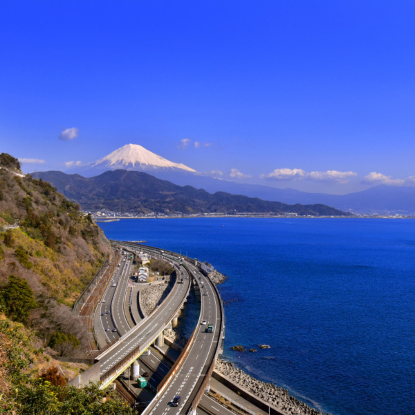 薩埵峠で見る広重の富士山