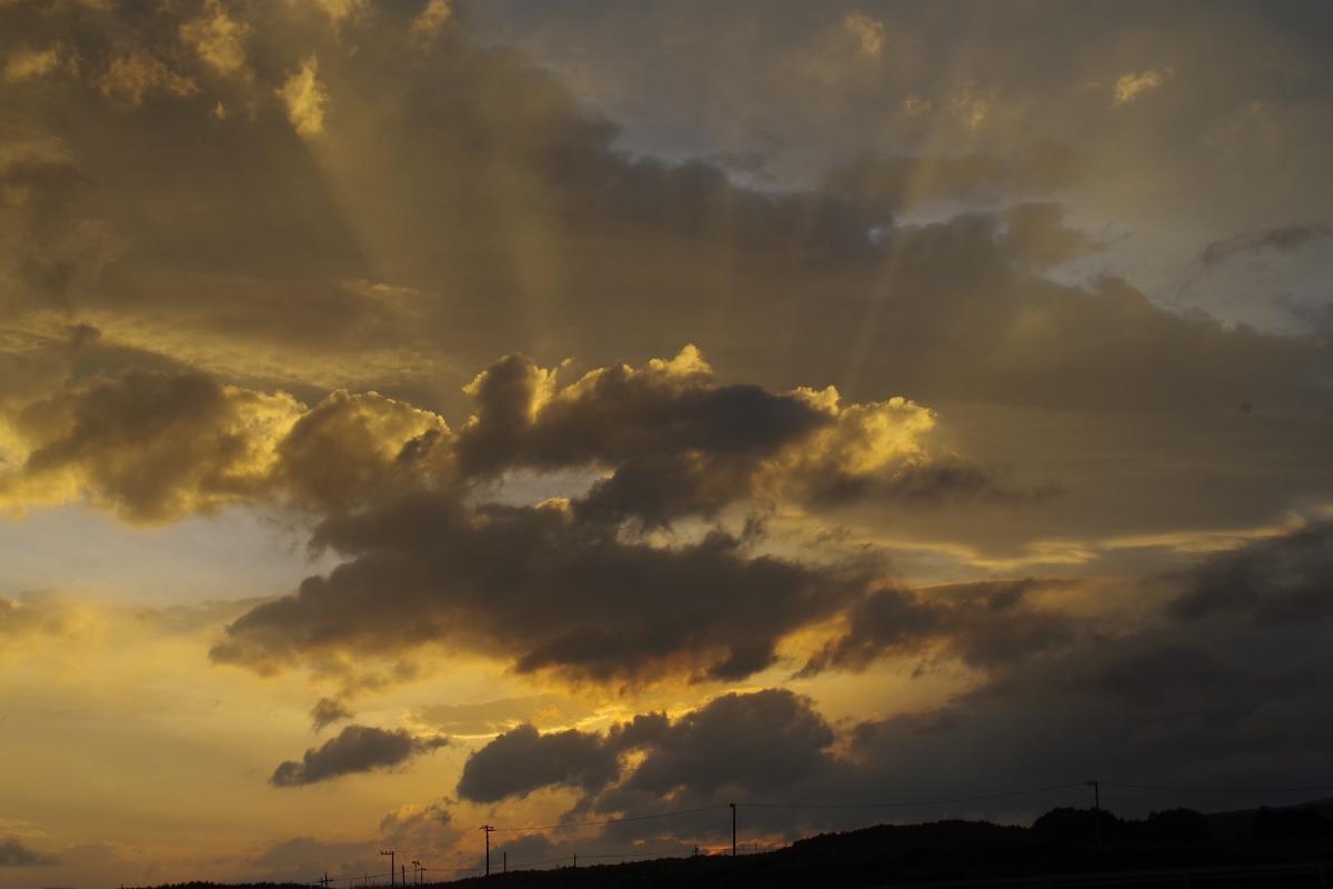 「梅雨の晴れ間の夕焼け空」