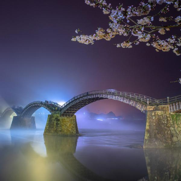 霧に包まれる錦帯橋