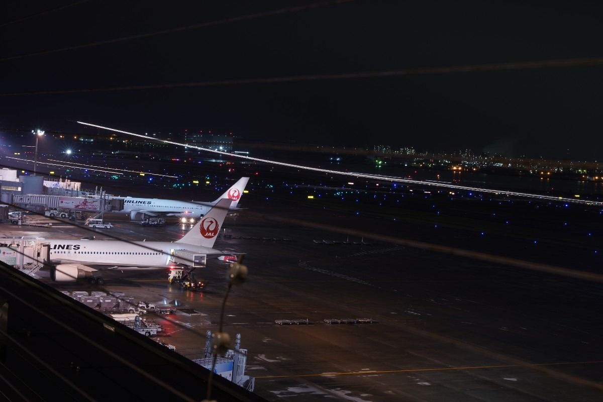 羽田空港2019夜景✈:羽田空港・光跡✨