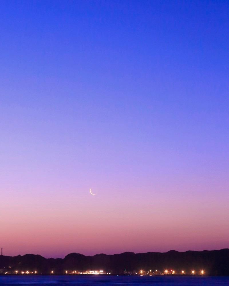 夜明け前 「ふつか月」