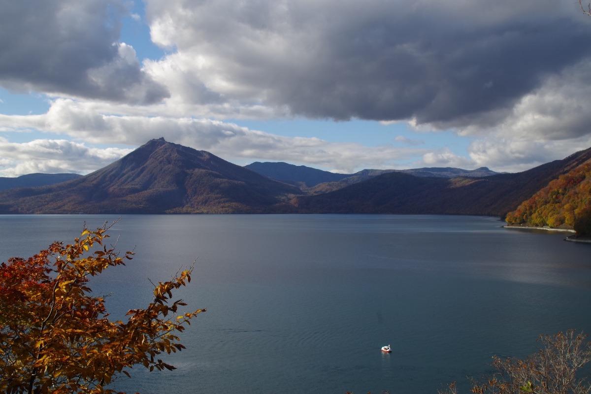 「支笏湖から望む恵庭岳」