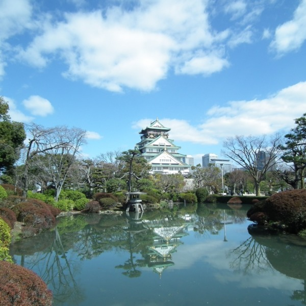 水面の大阪城